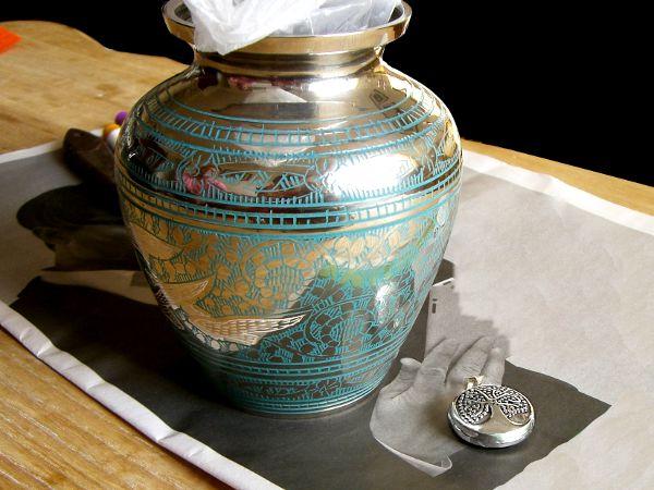 Pendentif urne funéraire